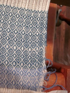 Weaving the Kaftan cloth